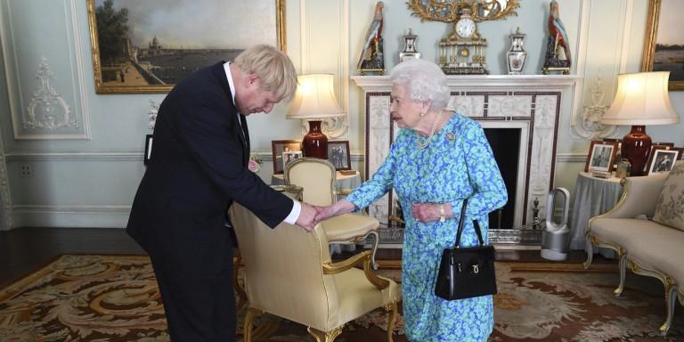 «Ναι» της βασίλισσας στον Τζόνσον - Κλείνει η βρετανική Βουλή