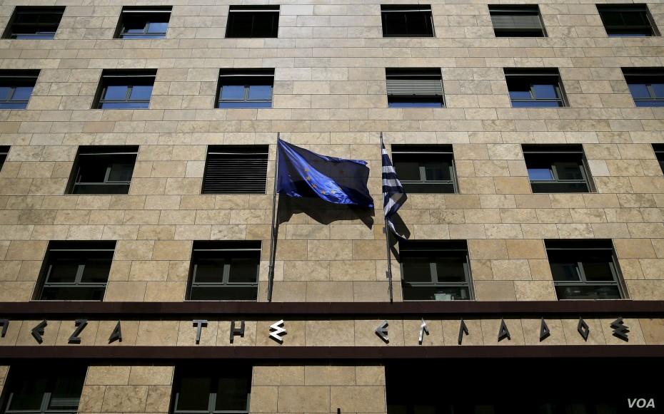 Καταθέσεις: 15 δισ. ευρώ θα μπορούσαν να επιστρέψουν στις τράπεζες