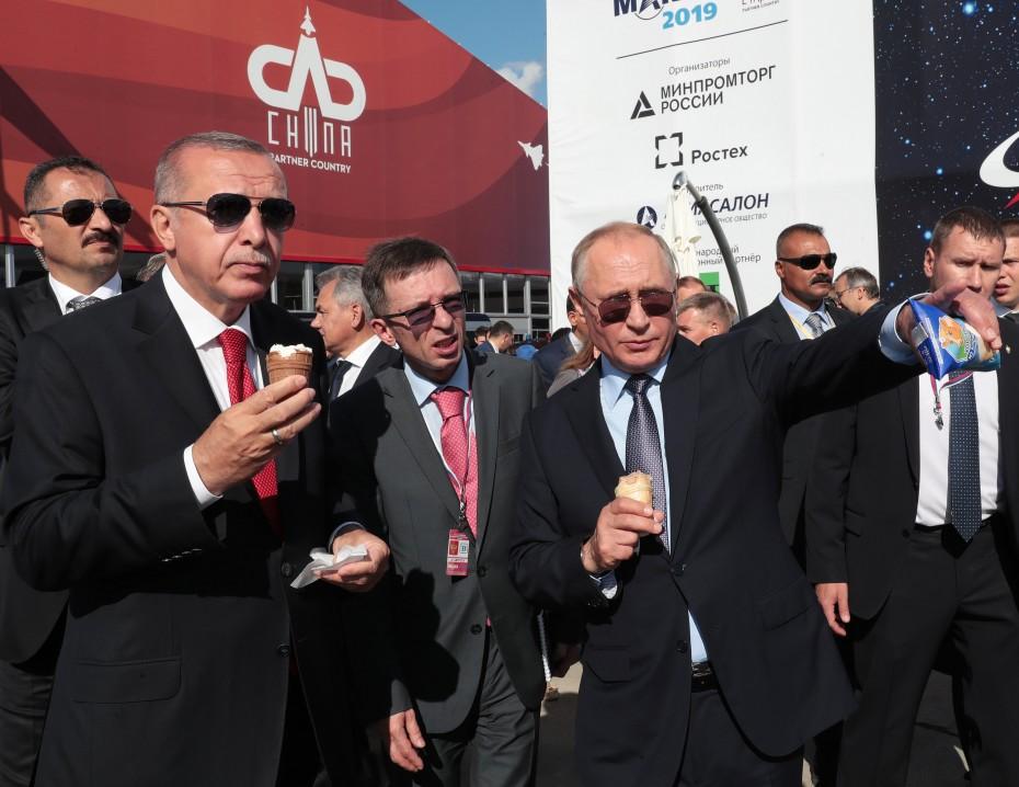 «Ψήνεται» παραγωγή πολεμικών αεροσκαφών από Ρωσία και Τουρκία