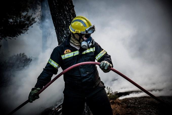 Εκκενώνονται 2 χωριά από την πυρκαγιά στην Κέρκυρα