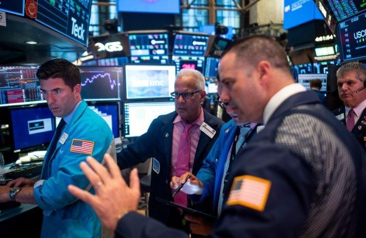 Σπάνε τα κοντέρ οι δείκτες της Wall Street