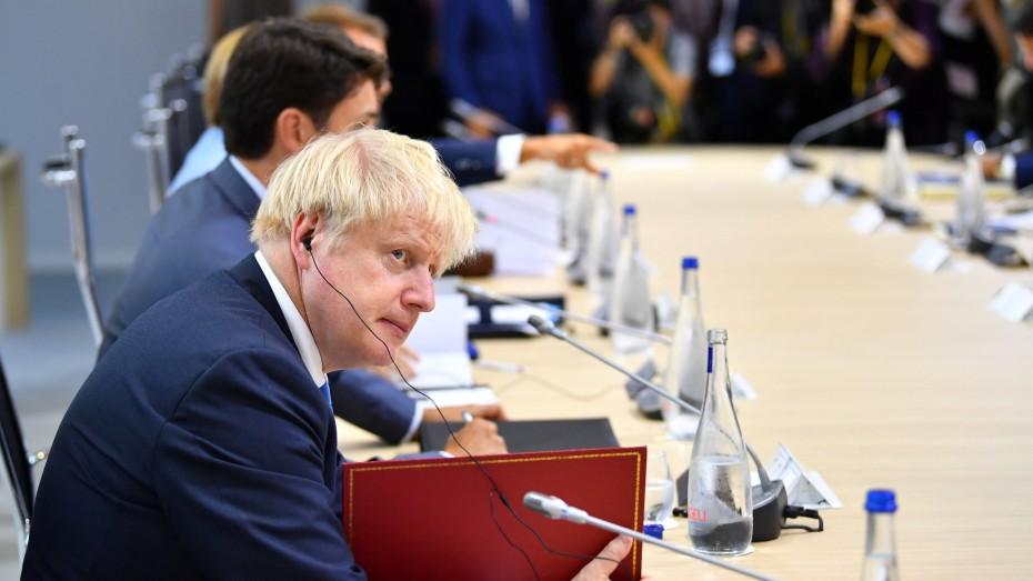 «Βράζει» η Βρετανία για το λουκέτο του Τζόνσον στο κοινοβούλιο