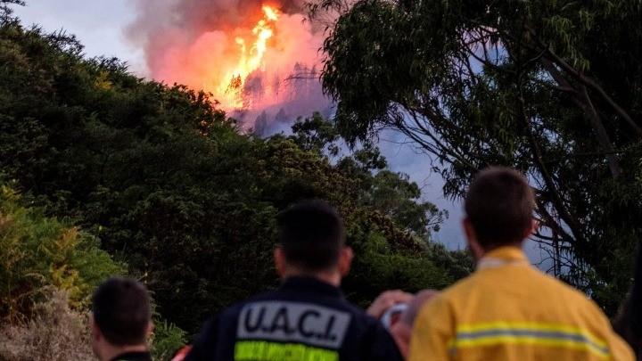 Ανεξέλεγκτη η πυρκαγιά στα Γκραν Κανάρια - Απομακρύνθηκαν 8.000 άνθρωποι