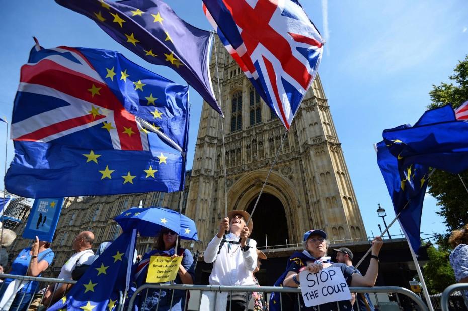Brexit: Παράταση 3 μηνών ζητούν οι βουλευτές από τον Τζόνσον