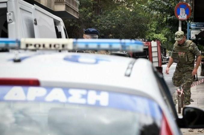 Παραδόθηκε ο δράστης των πυροβολισμών έξω από το «Κάραβελ»