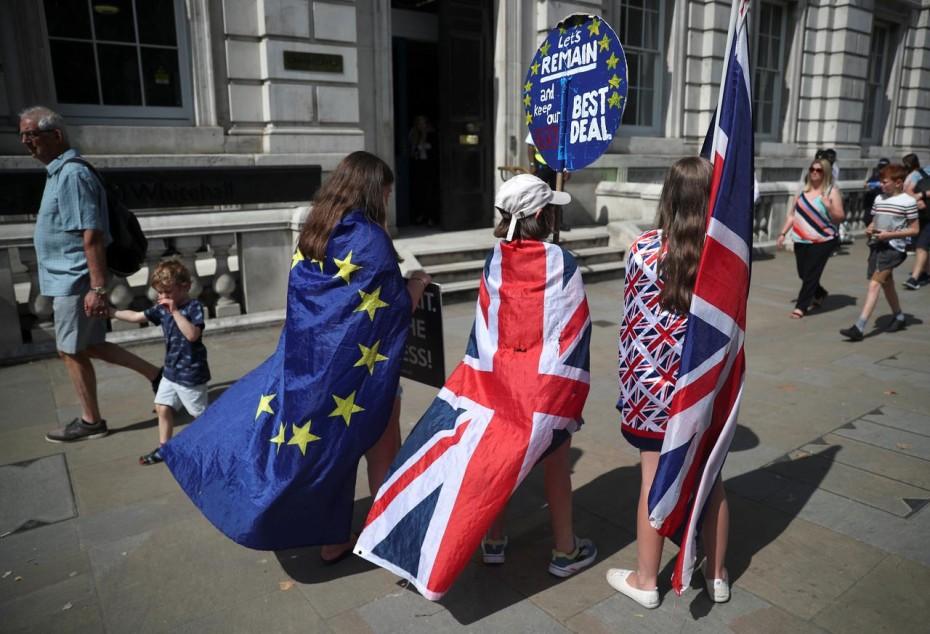Νέες προειδοποιήσεις Κομισιόν σε Λονδίνο για το Brexit