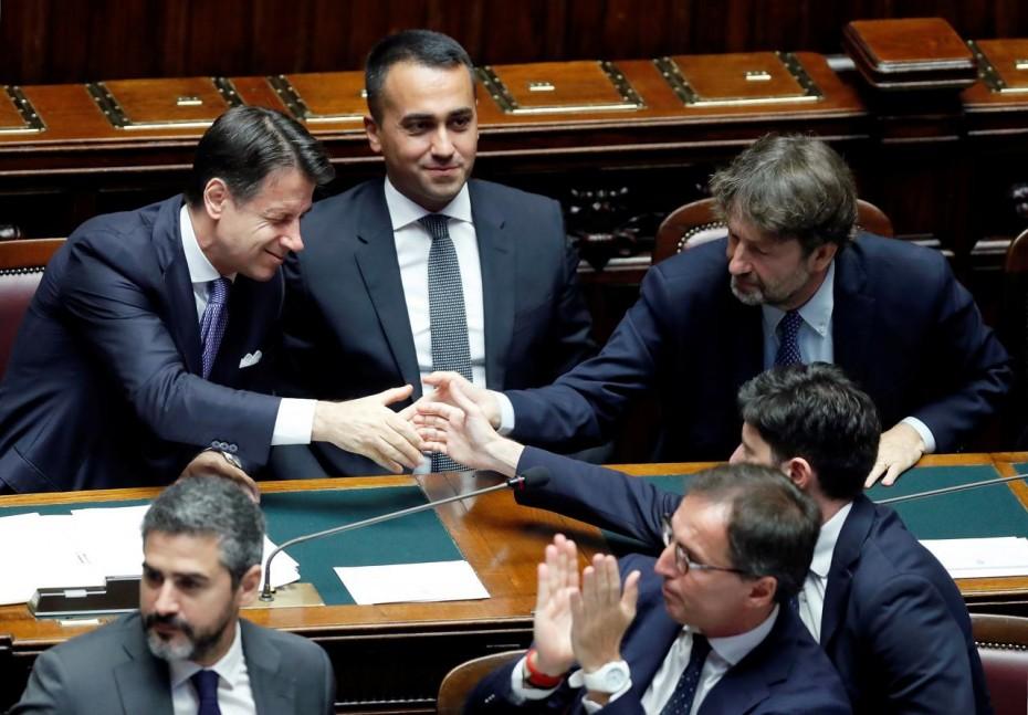 Με «αέρα» δημοσκοπήσεων η νέα κυβέρνηση Κόντε στην Ιταλία
