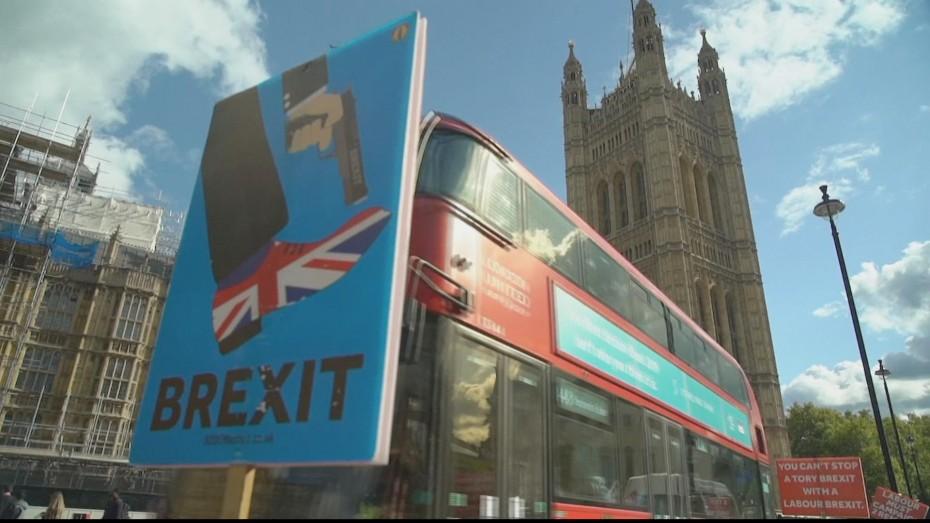 Με την πλάτη στον τοίχο ο Τζόνσον: Ρίχνει τους τόνους για το Brexit
