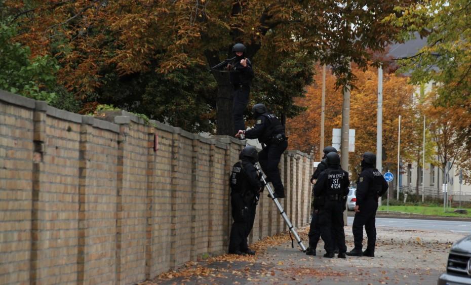 Στην αντιτρομοκρατική της Γερμανίας οι έρευνες για την επίθεση στη Χάλε