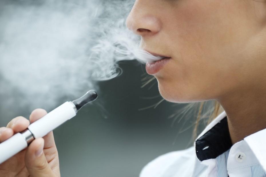 Έρευνα: Οι διαφημίσεις καθιστούν τα ηλεκτρονικά τσιγάρα πιο ελκυστικά για τους νέους