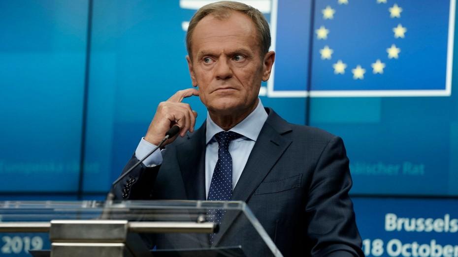 Ο Τουσκ ανακοίνωσε την επίσημη έγκριση της αναβολής του Brexit