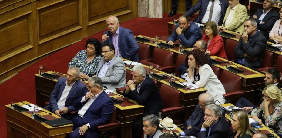 ΝΔ και ΣΥΡΙΖΑ διευκολύνουν το μεγάλο έγκλημα, τονίζει το ΚΚΕ