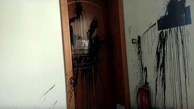 Ο Ρουβίκωνας πίσω από την επίθεση στο γραφείο της Κεραμέως