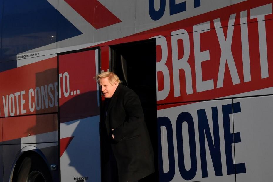 Άνετο το προβάδισμα του Τζόνσον, λίγες ώρες πριν τις βρετανικές εκλογές