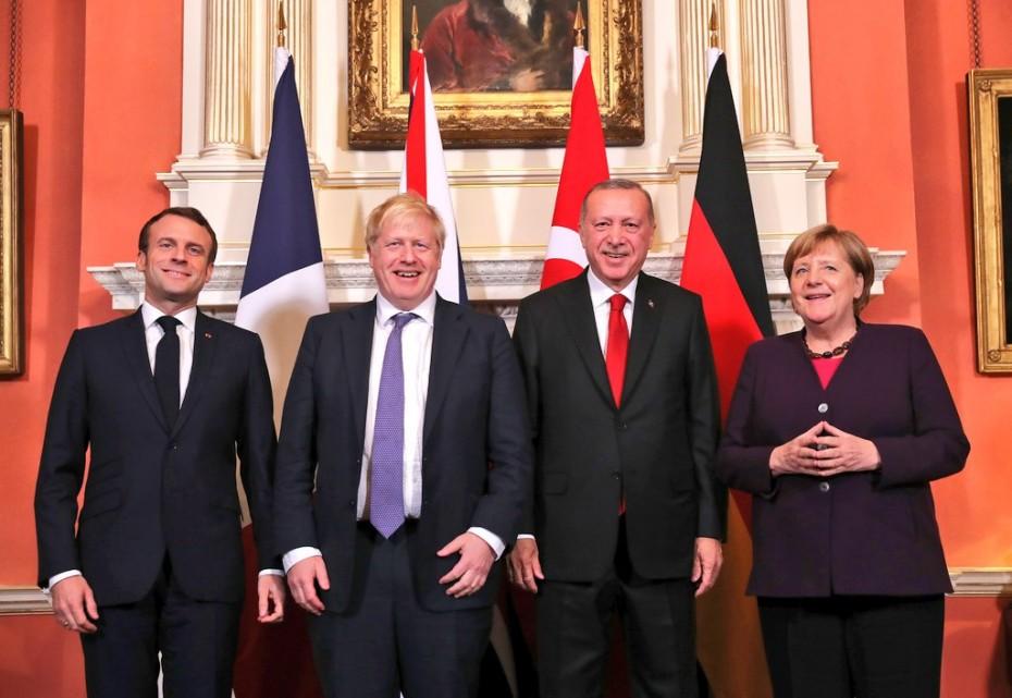 Αισιοδοξία Μέρκελ για το NATO, από το Λονδίνο