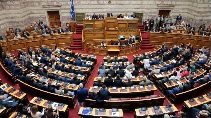 «Δωράκι» 1.500 ευρώ από Τασούλα σε βουλευτές και δημοσιογράφους