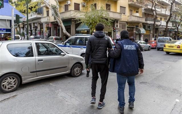 Δεκάδες συλλήψεις και προσαγωγές από την ΕΛΑΣ στα Εξάρχεια