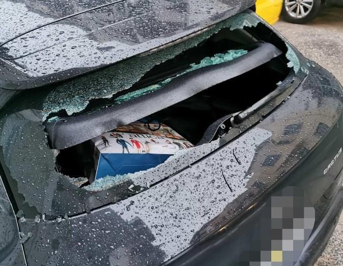 Νέα επίθεση κατά Φλαμπουράρη: Έσπασαν το βουλευτικό του αυτοκίνητο στα Εξάρχεια