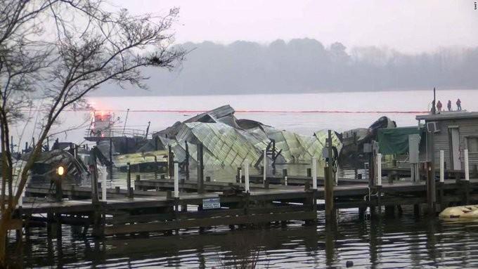 Τουλάχιστον 8 νεκροί από πυρκαγιά στον ποταμό Τενεσί στις ΗΠΑ