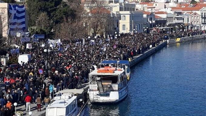 Διαδήλωση κατά των κυβερνητικών αποφάσεων για το προσφυγικό στη Λέσβο
