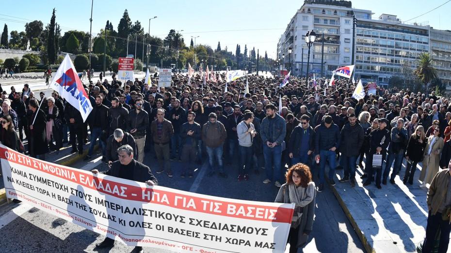 Συλλαλητήριο του ΠΑΜΕ στο Σύνταγμα κατά της νέας αμυντικής συμφωνίας με τις ΗΠΑ