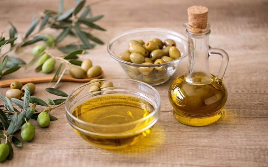 Ελαιόλαδο, τυριά και ελληνικά κρασιά εξαιρούνται εκ νέου από τους αμερικανικούς δασμούς