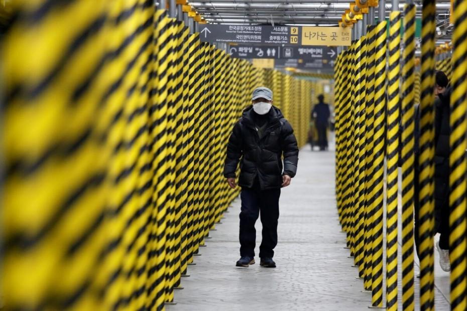 Ξεπέρασαν τα 1.000 τα κρούσματα του κοροναϊού εκτός Κίνας