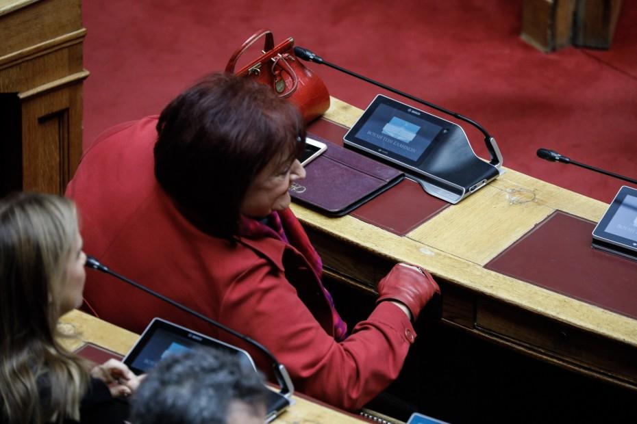 Δεν υποχωρεί η Γιαννάκου για την καταψήφιση των εποπτευόμενων χώρων χρήσης ναρκωτικών