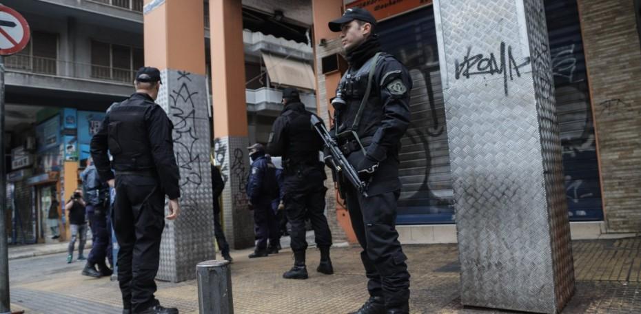 Μεγάλη αστυνομική επιχείρηση στη Μενάνδρου μετά την αιματηρή συμπλοκή