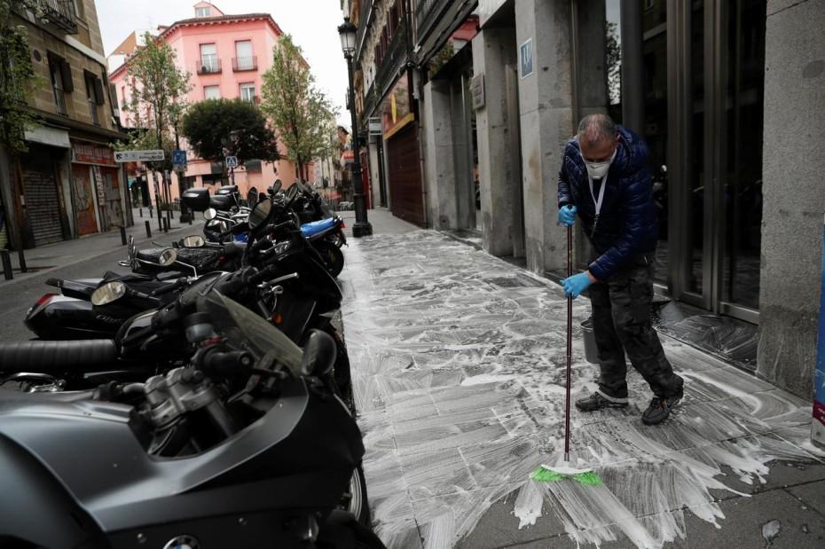 Ισπανία: Κοντά στους 2.700 οι νεκροί από κοροναϊό - Κατά 6.000 αυξήθηκαν τα κρούσματα