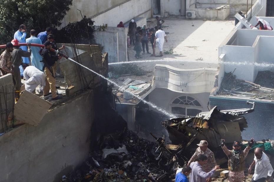 Νεκροί σχεδόν όλοι οι επιβάτες της πτήσης των πακιστανικών αερογραμμών στο Καράτσι