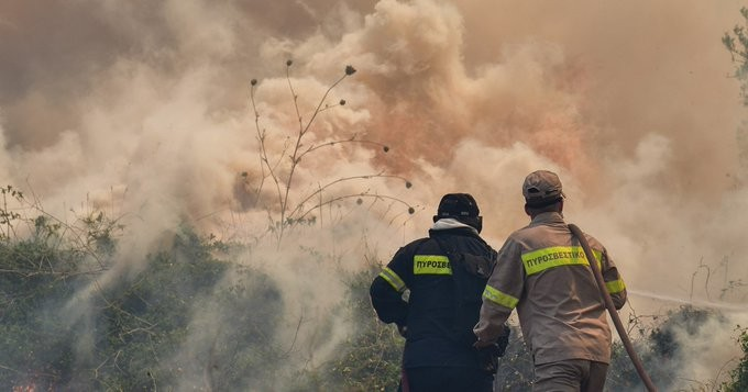 Ηλεία: Ανεξέλεγκτη η φωτιά στην περιοχή Γραμματικό