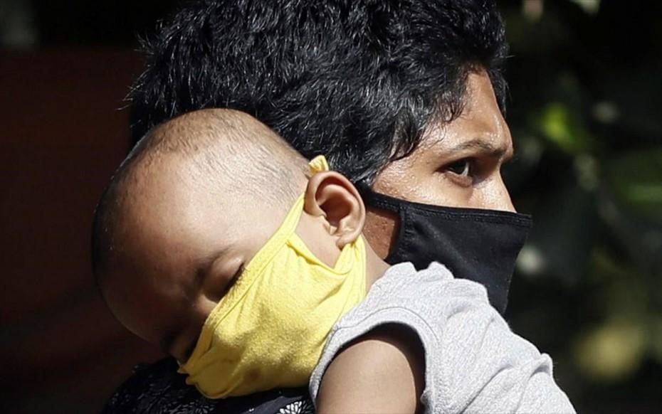 Ινδία: Ο κορονοϊός δείχνει το σκληρό πρόσωπό του