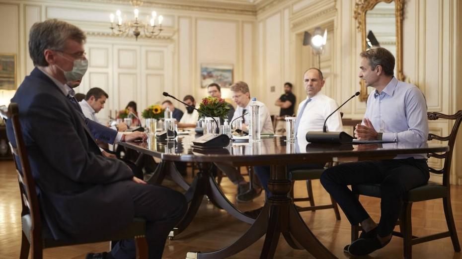 Κρίσιμη τηλεδιάσκεψη στο Μαξίμου τη Δευτέρα για τον κορονοϊό