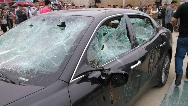 Επίθεση με λοστούς σε αντιπροσωπεία πολυτελών αυτοκινήτων στη Βάρη