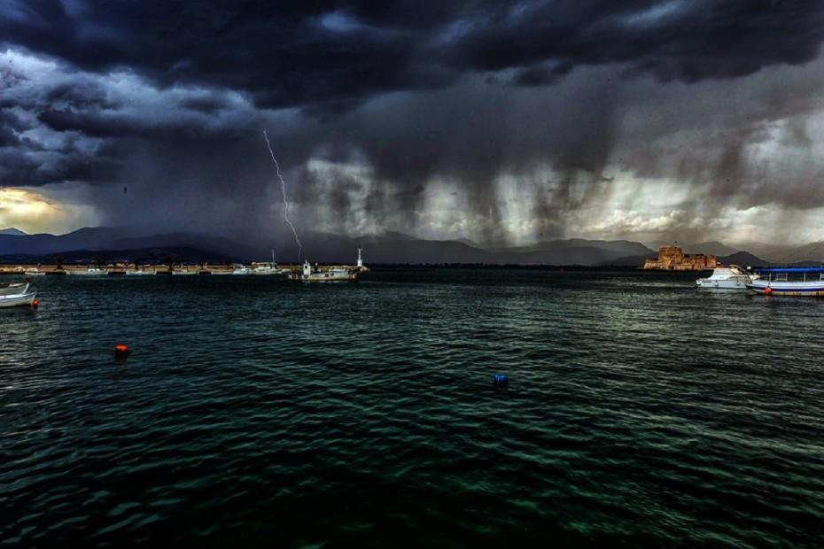 Καιρός: Που θα «πέσουν» βροχές και καταιγίδες