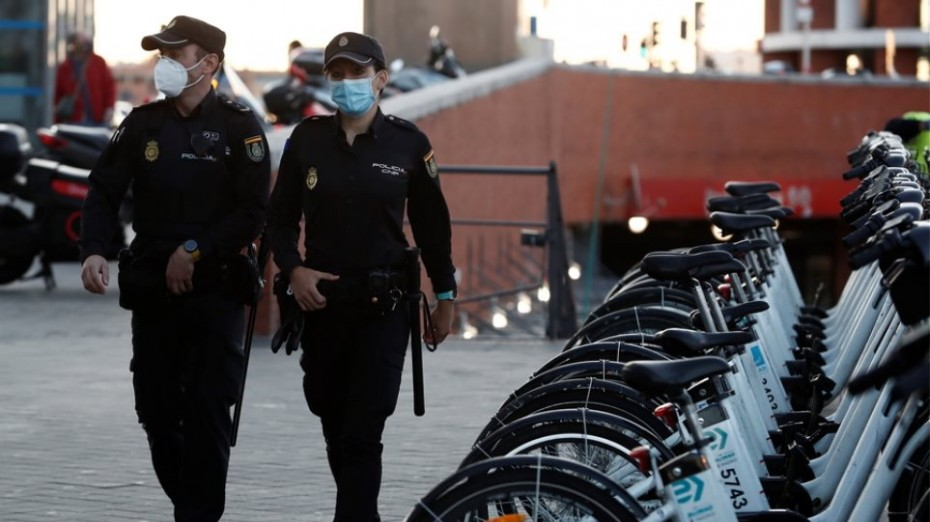Η Ισπανία εξετάζει την απαγόρευση κυκλοφορίας για τον κορονοϊό