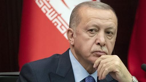 Ο Ερντογάν καρατόμησε τον διοικητή της Κεντρικής Τράπεζας