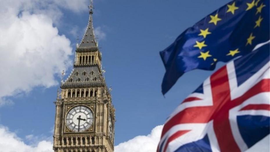 Συνεχίζονται μέσα στο Σαββατοκύριακο οι συζητήσεις για το Brexit