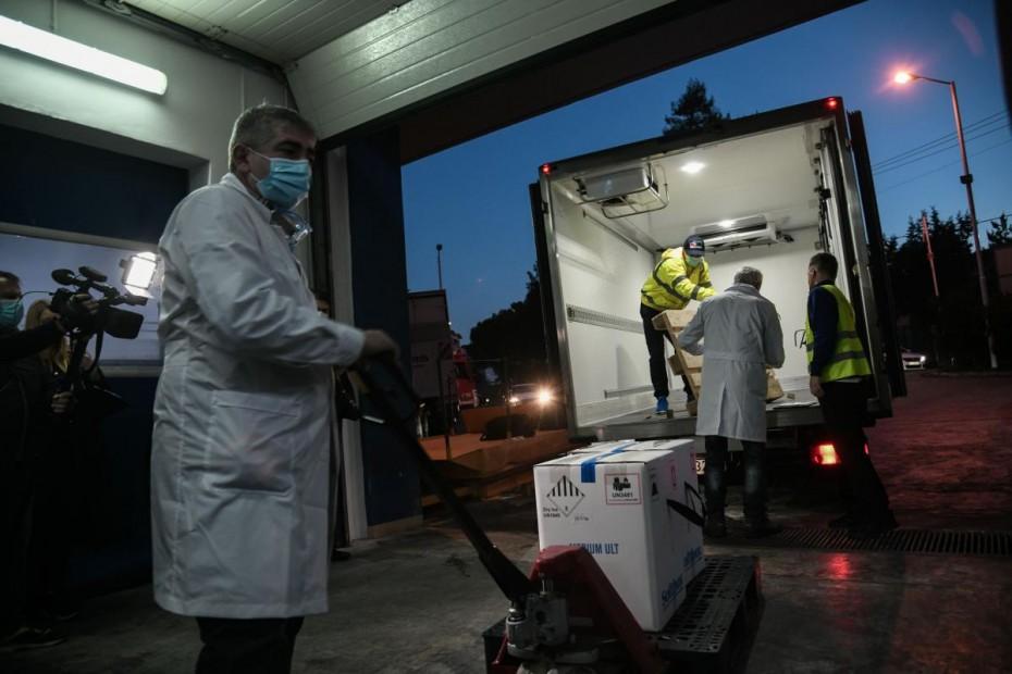 Αύριο εμβολιάζονται Μητσοτάκης, Σακελλαροπούλου και Τασούλας - Στην Αθήνα οι πρώτες δόσεις