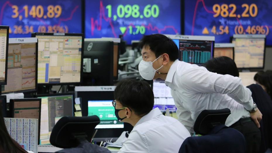 Νευρικότητα στα ασιατικά χρηματιστηρία, πριν από τη Fed