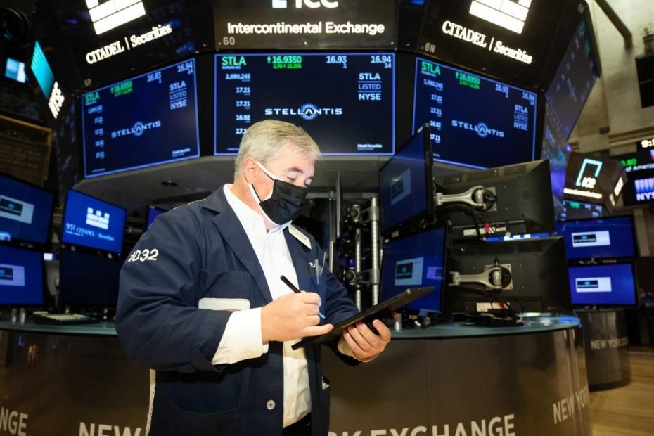 Ο κορονοϊός ρίχνει τη Wall Street για την Παρασκευή