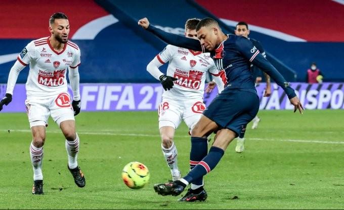 Γαλλία: Μείωση των μισθών στους ποδοσφαιριστές κατά 30% ζητά η Ligue 1