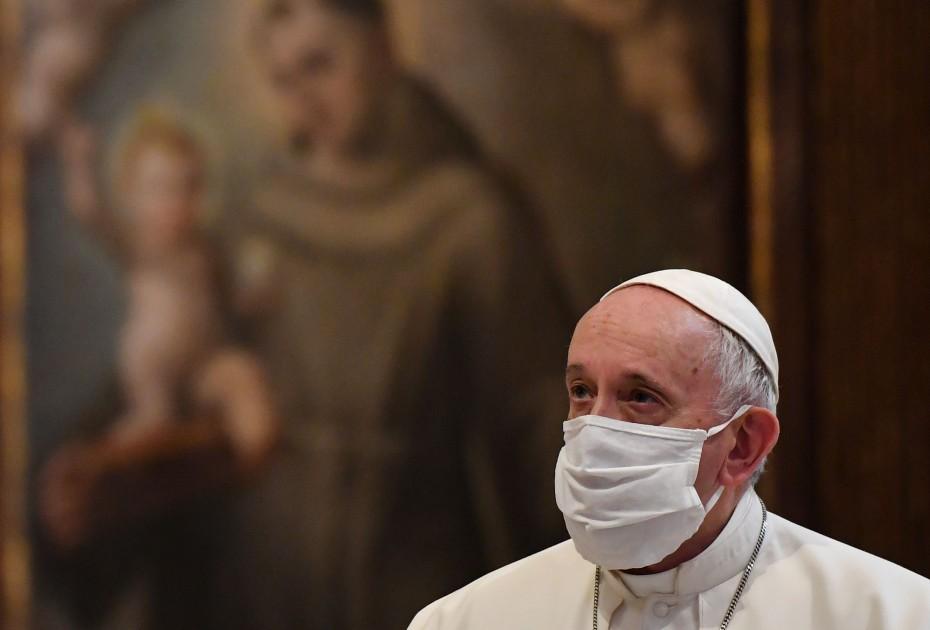 Κορονοϊός: Εμβολιάστηκε και ο πάπας Φραγκίσκος