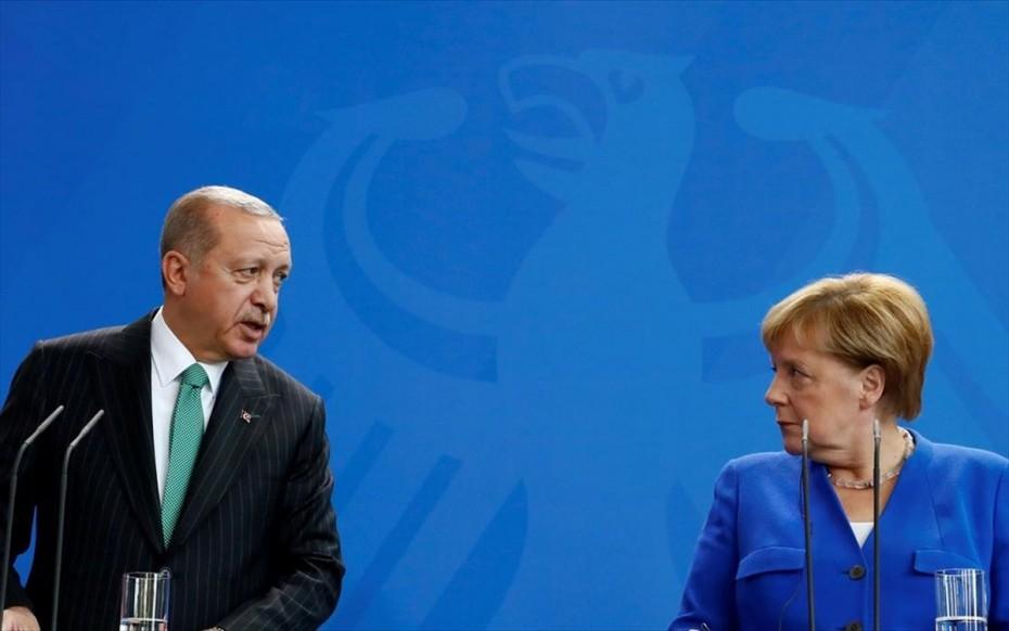 Σύνοδο Τουρκίας-ΕΕ ως τον Ιούνιο ζήτησε από τη Μέρκελ ο Ερντογάν