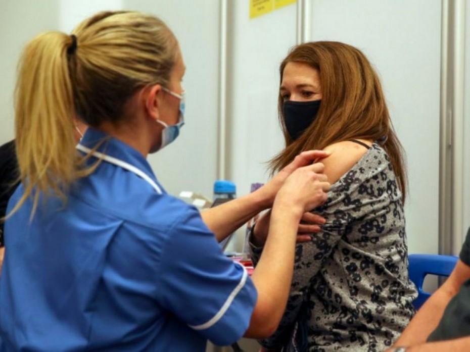 Ανοίγουν τα ραντεβού για εμβολιασμούς εξπρές στους 30-39 ετών