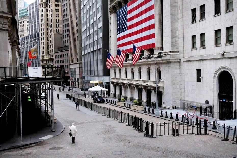 Πτώση μετά τα ρεκόρ στη Wall Street