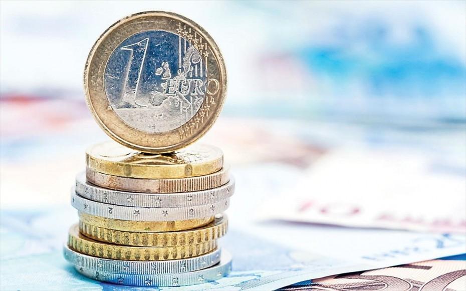 Στο 1,21 το ευρώ