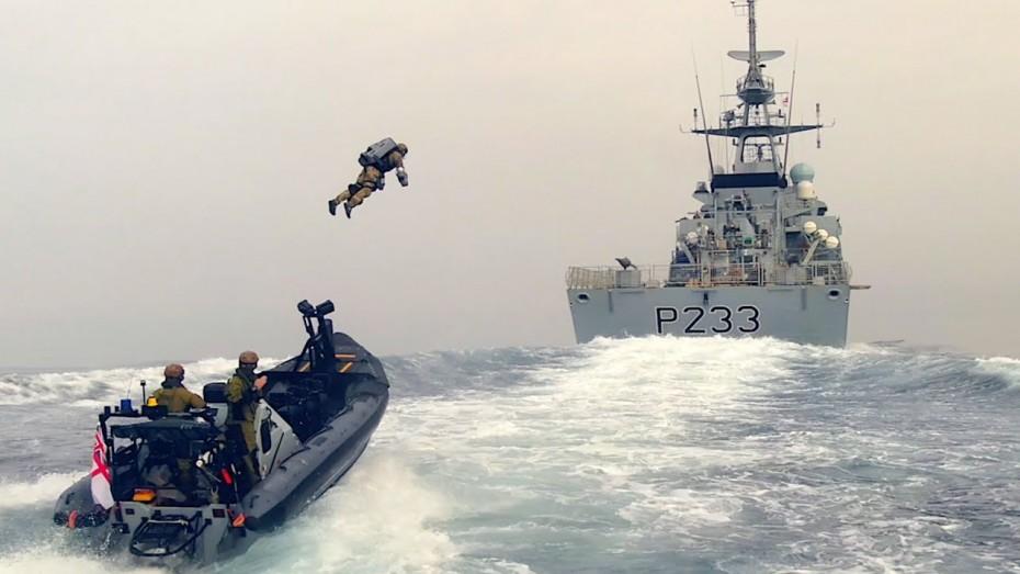 Εντυπωσιακά πλάνα βρετανών πεζοναυτών να απογειώνονται με τη βοήθεια ειδικού «Jet Suit»