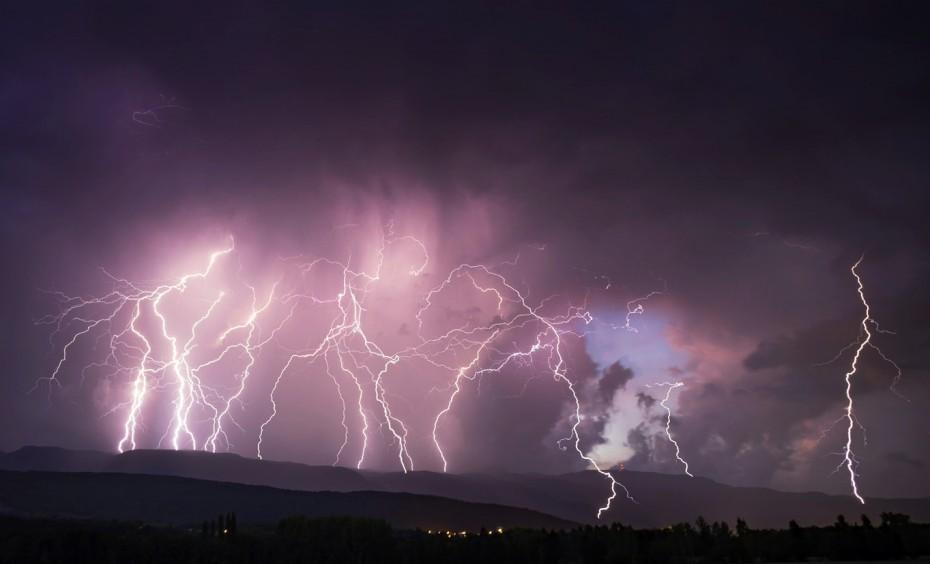 Έκτακτο δελτίο καιρού: Ισχυρές καταιγίδες με έντονη ηλεκτρική δραστηριότητα